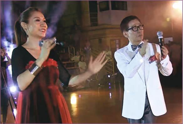 彭家麗2013年與朱主席合唱《從不喜歡孤單一個》的片段,曾在網上瘋傳。