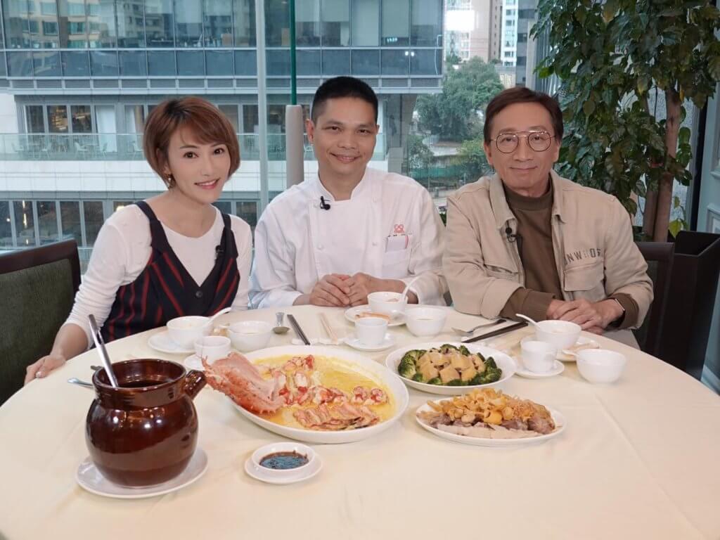 與吳錫輝主持《輝哥為食遊》,令她的廚藝大有進步。
