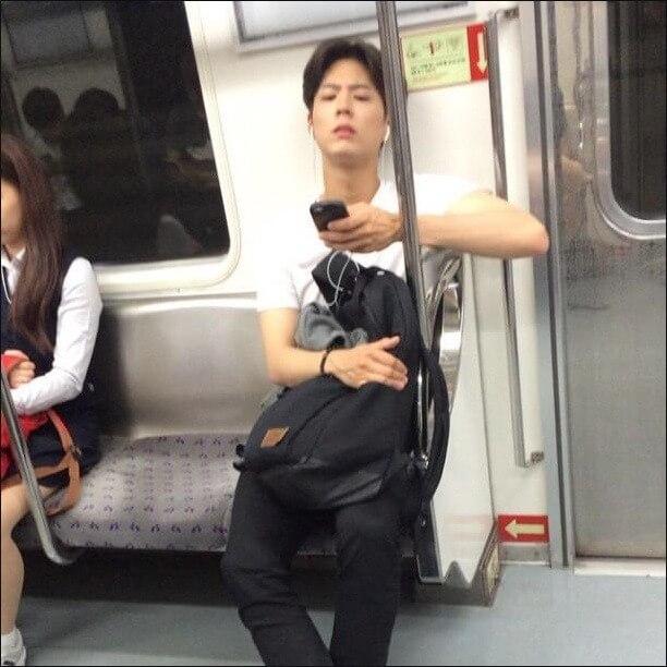 朴寶劍破產期間仍積極工作,曾被拍到在地鐵車廂睡着。