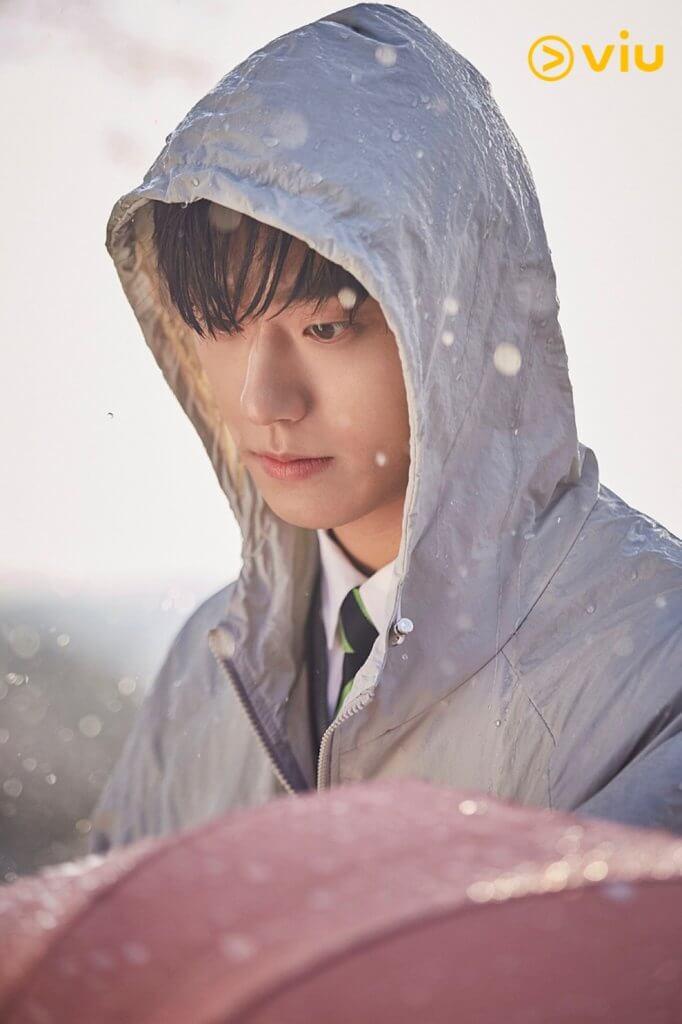 變回十八歲的尹相鉉,由李到晛扮演,金荷娜見到他的外貌跟丈夫年輕時一模一樣,也感到十分驚訝!