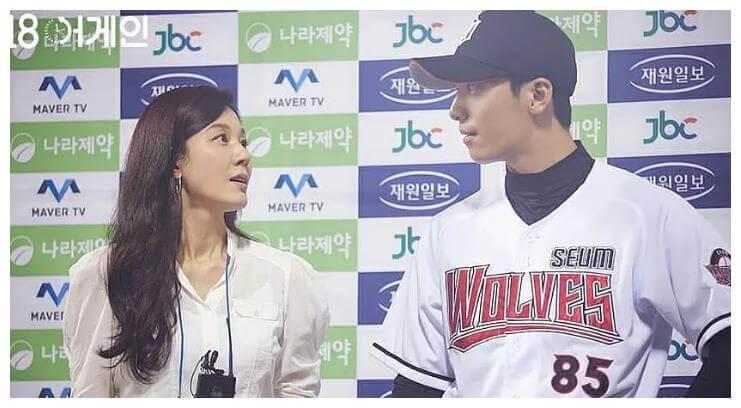 金荷娜做了主播後,訪問棒球手魏河俊,男方被她的美貌吸引。