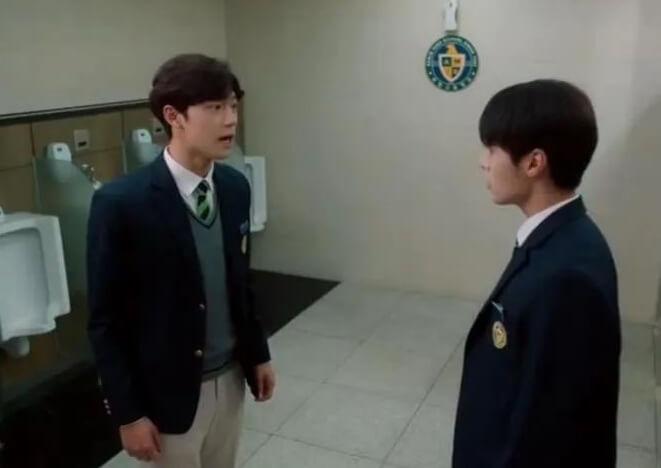 Ryeo Un飾演尹相鉉的兒子,父親李到晛重返學校讀書時,方才知道兒子在校被霸凌,於是出面幫他。