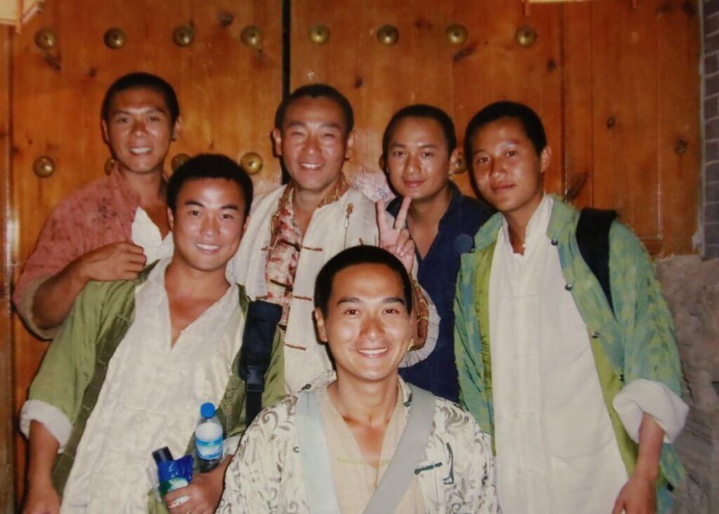 張韡騰與林保怡等人拍攝《火舞黃沙》,他在劇中飾演宋世文。