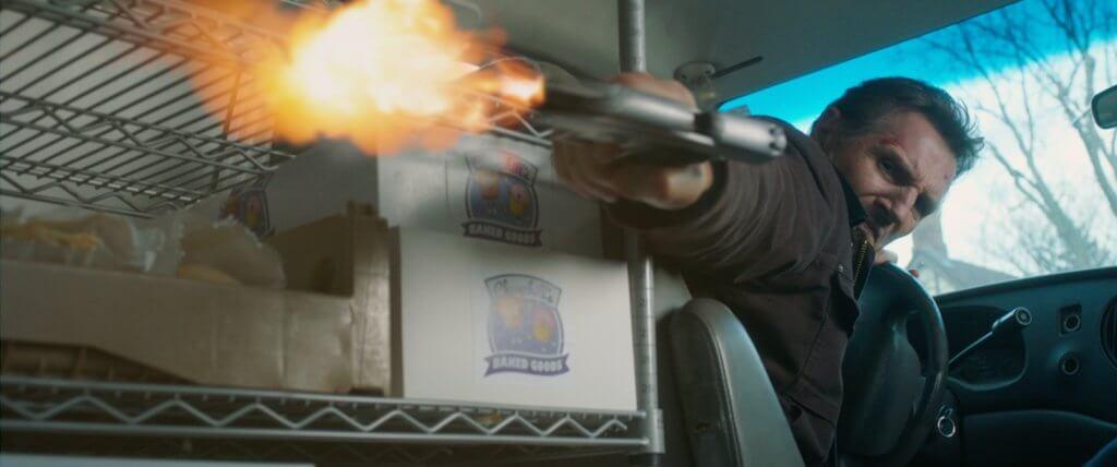 曾揚言不再拍動作片的里安納遜,在《末路狂盜》大玩槍戰及汽車追逐。