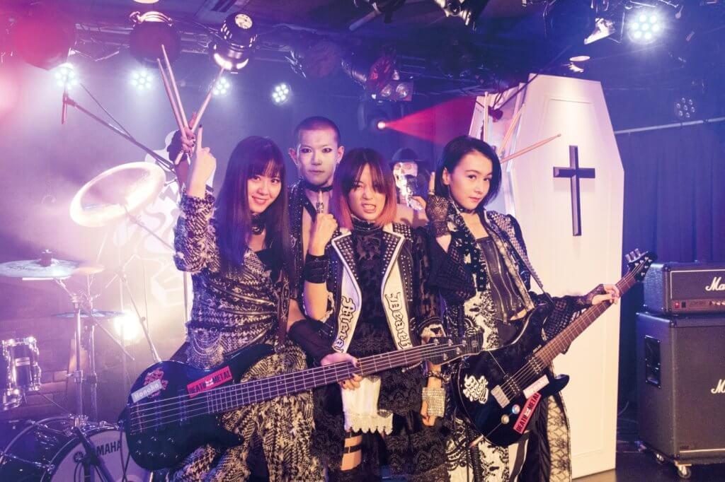 廣瀨玲為《老豆死開一陣先》染髮,扮演Death Metal樂隊主音入型入格。