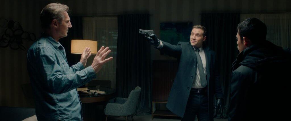 柴葛尼(中)飾演的FBI探員慫恿拍檔一起私吞贓款,更將里安納遜迫上反擊絕路。