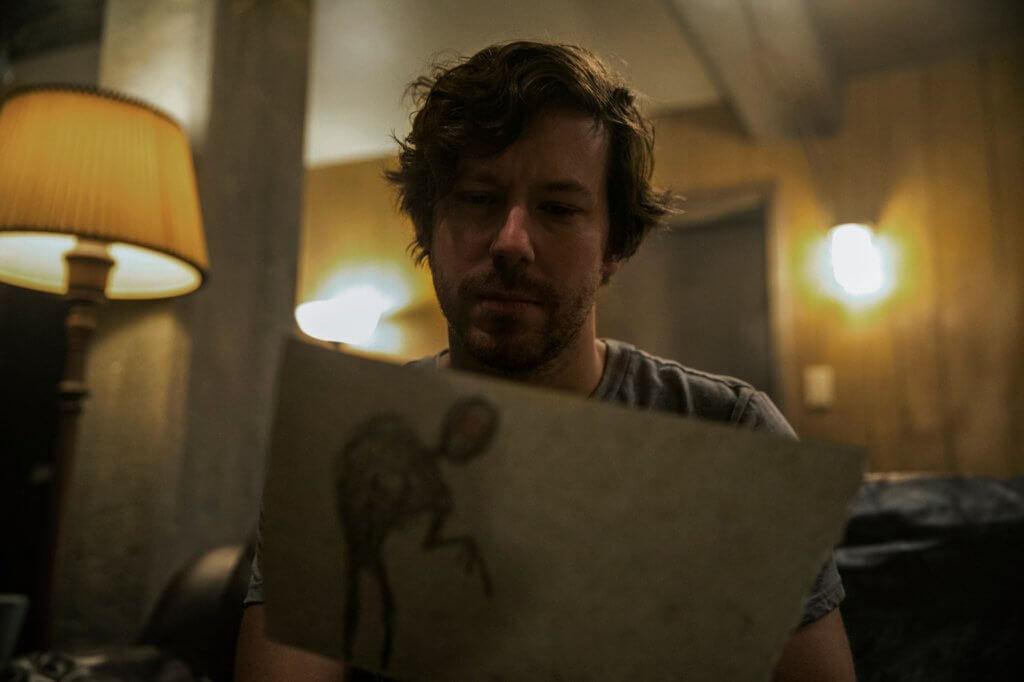 約翰加拉赫扮演主角父親,因試圖阻止怪物作惡而遭受不可思議的懲罰。