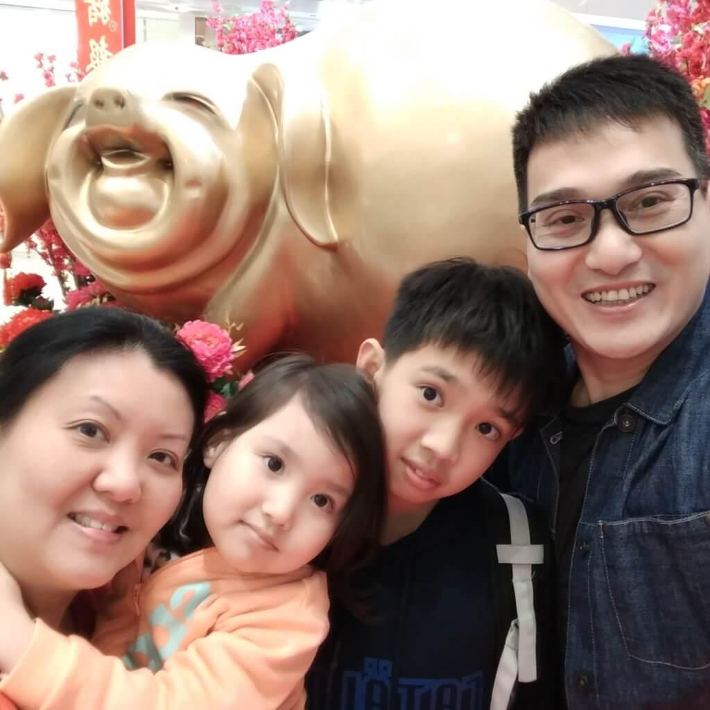 張韡騰太太亦是畢業於無綫藝員訓練班,二人育有一子一女。