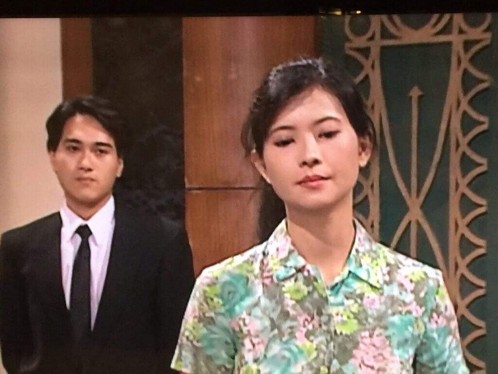 張韡騰在《大時代》飾演酒樓部長,與飾演侍應的藍潔瑛有對手戲。