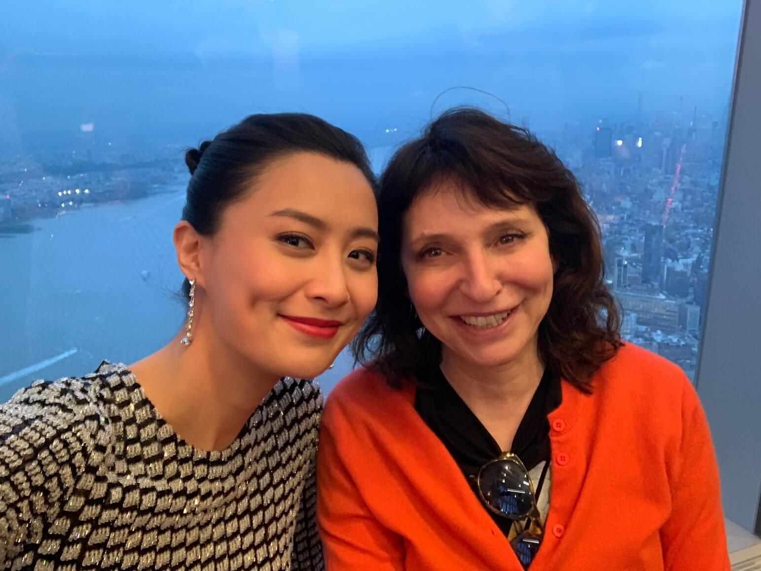 法拉與丹麥女導演蘇珊比爾(Susanne Bier)合照