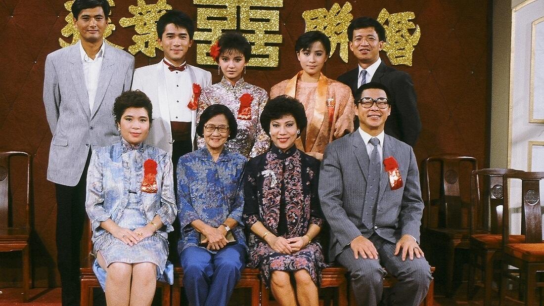 曾華倩與周潤發曾在1985年播出的《新紮師兄續集》合作,同劇演員還有梁朝偉、劉嘉玲、許紹雄、劉兆銘、羅蘭、蘇杏璇、鄭孟霞。