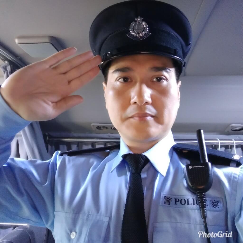張韡騰在《反黑路人甲》飾演陳Sir,拍攝時道具鞋甩底,場面蝦碌。