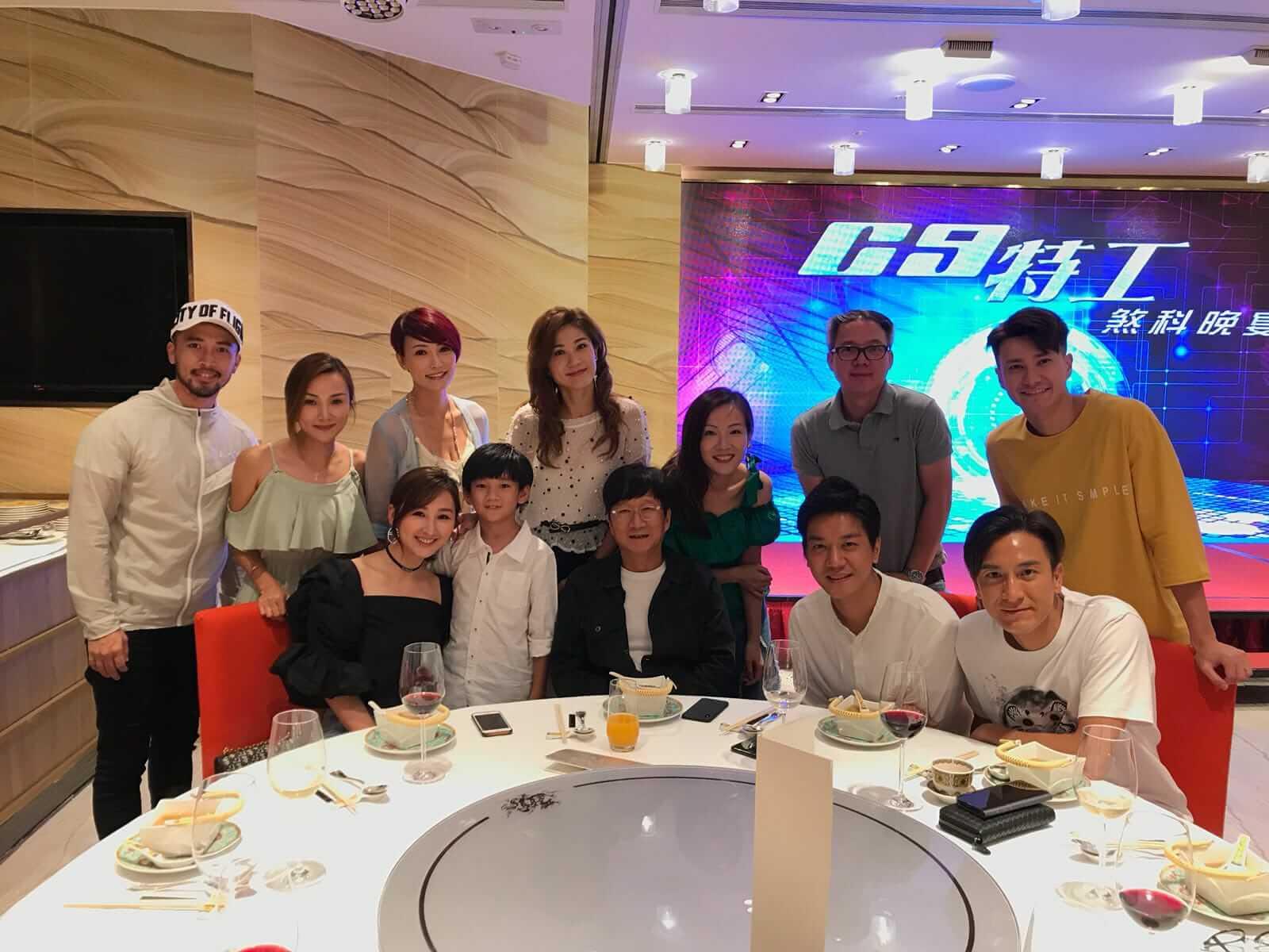 監製梁耀堅(後排右二)認為馬明是《C9特工》的首選男角。