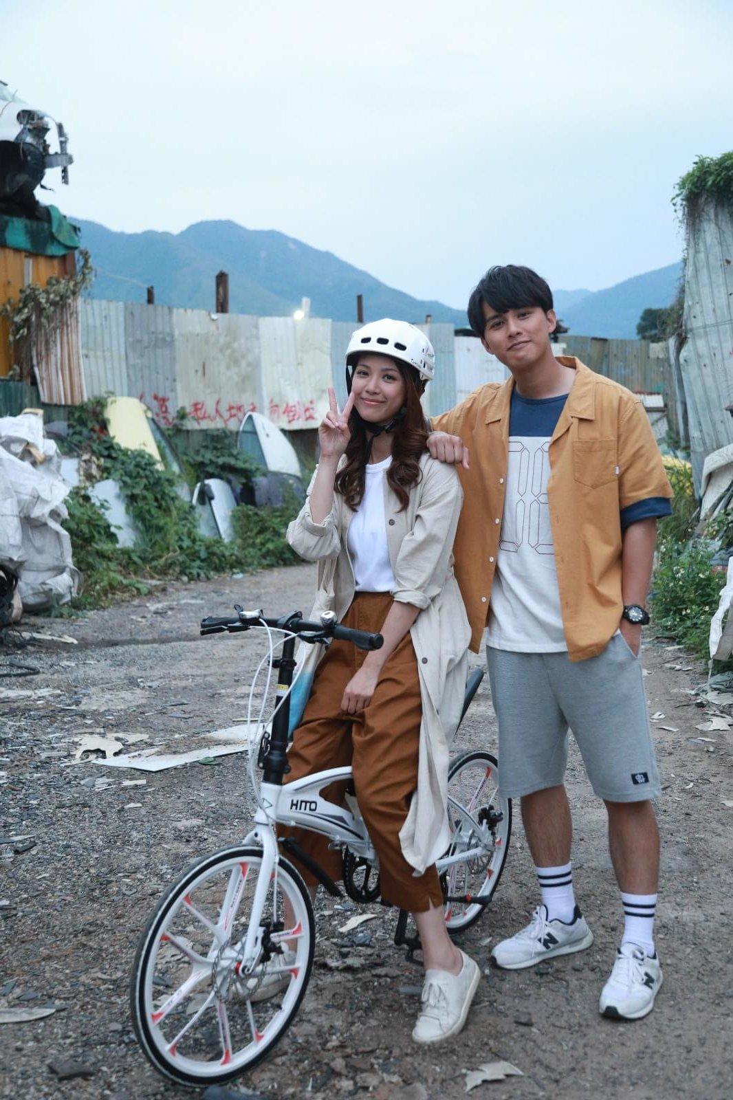 陳曉華的角色很注重環保,經常以單車代步,與何廣沛飾演的廢青有很大的對比。