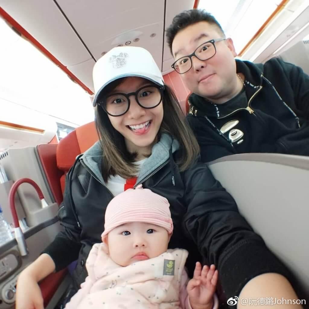阮德鏘夫婦帶女兒第一次搭飛機