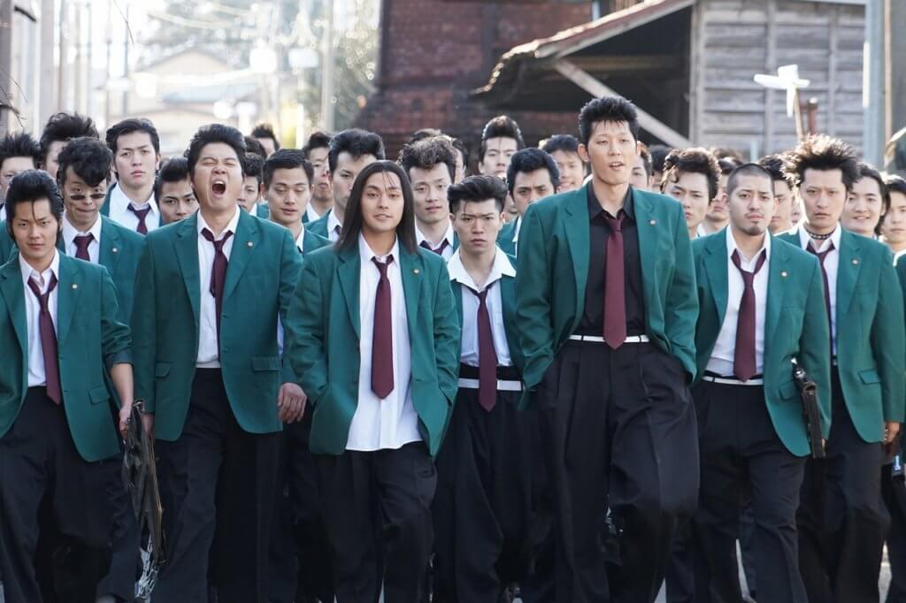柳樂優彌(前排中)飾演的北根壞高校首腦柳鋭次,是片中最突出的新奸角。