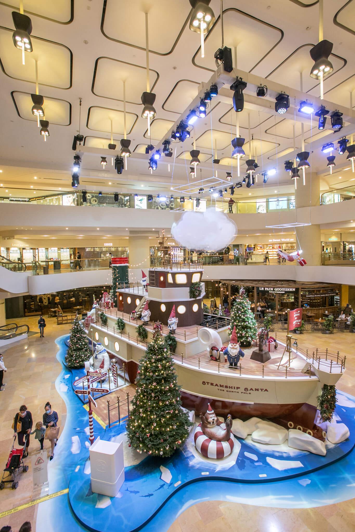 遠從北極來到香港的「聖誕老人號」停泊在金鐘太古廣場