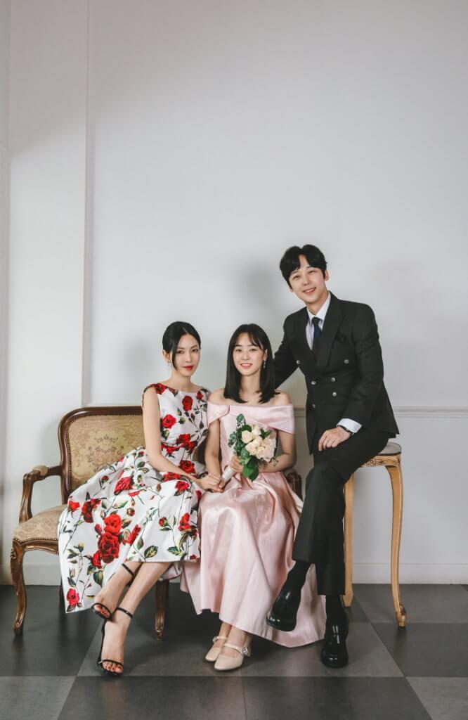 金素妍飾演心狠手辣的女高音千書真,尹鍾焄飾演她的名醫丈夫,崔藝彬飾演的女兒在班中只得第二而引來媽媽不滿。