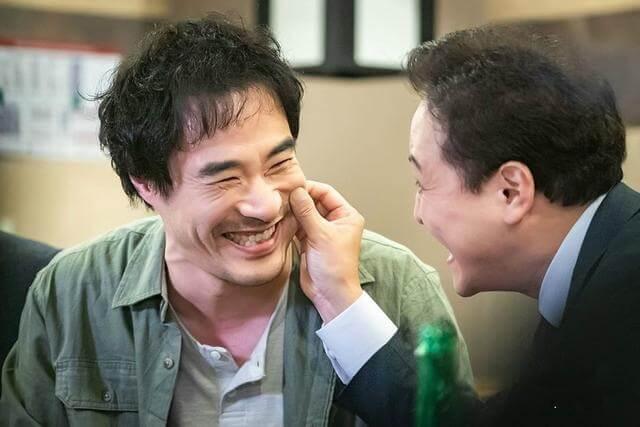 鄭雄仁飾演檢察官,為了查案可把無辜的人變成罪人,但他對記者裴晟佑卻事事上心。