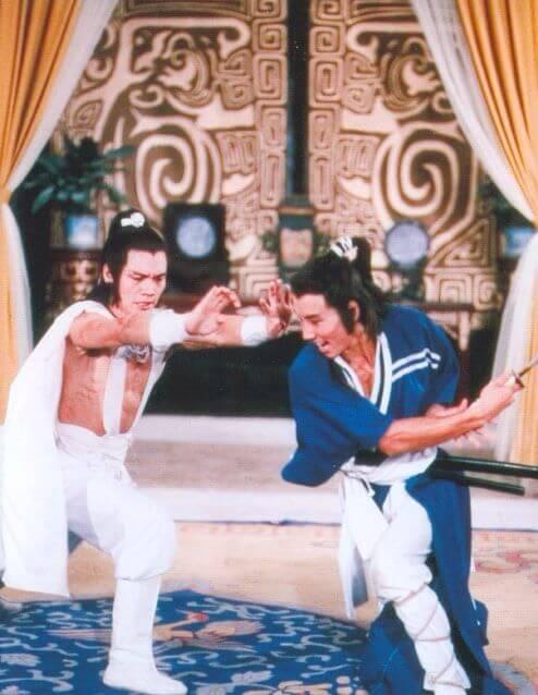黃煒溏入行首部參與的電影是《五遁忍術》,在戲中跟羅莽有連場打戲。