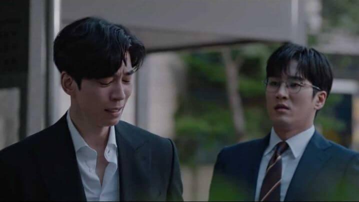 安普賢飾演和男主金瑞鎮同公司的科長「徐道奎」,頭腦清晰能幹,他是最先揭發瑞鎮所負責的項目產生漏洞。