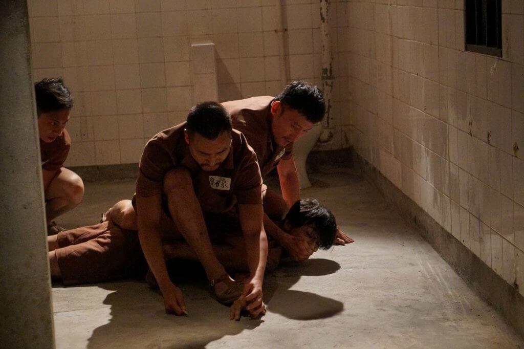 這場戲講述栢天男被利器直插手指,怎知真的受傷了。