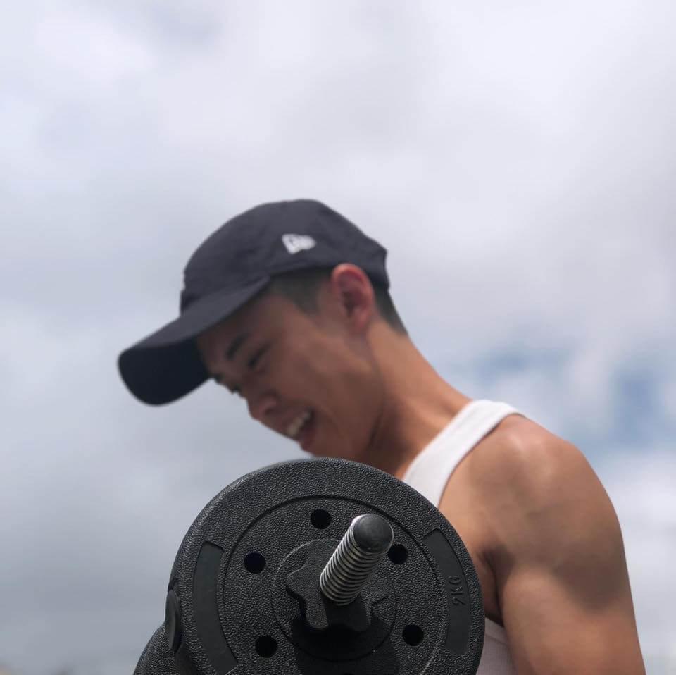 外表瘦削的Zeno,閒時會健身操肌。