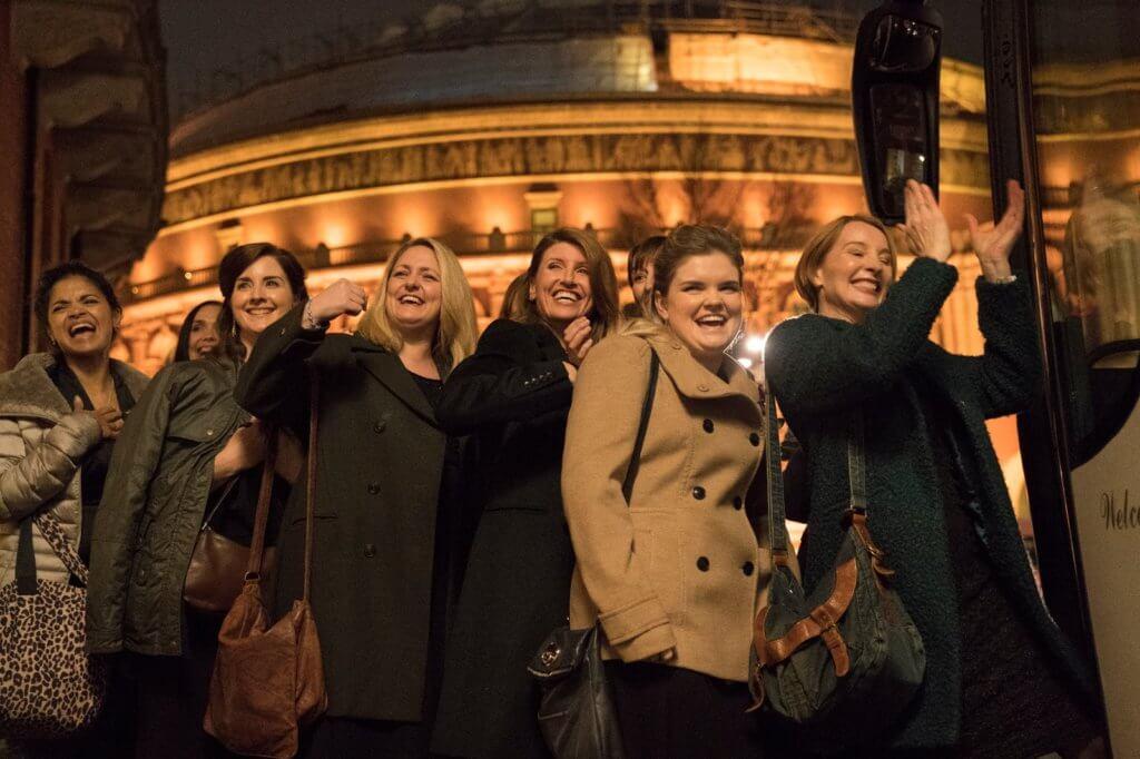 「靚太軍樂團」由原本不懂樂理、五音不全兼一盤散沙,成功走上英國最著名音樂廳獻唱,非常勵志動人。