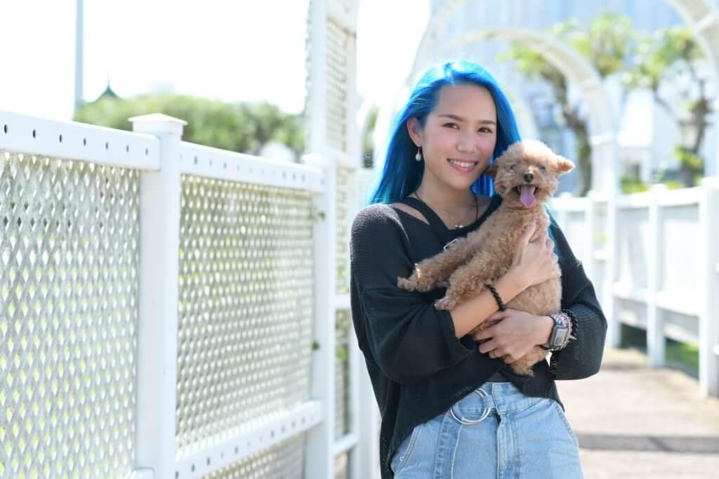 野人曾經患抑鬱症及人羣恐懼症,愛犬Bilu陪她走過艱難的日子。