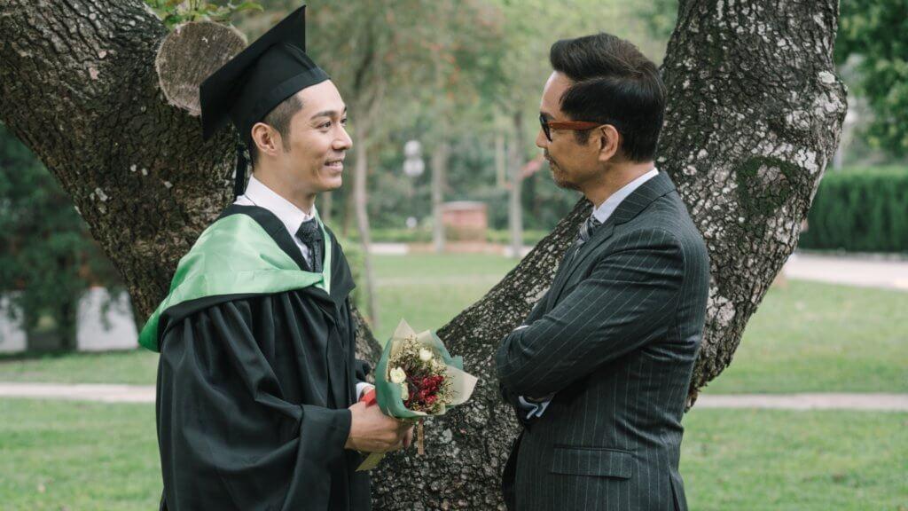 陳啟泰是周柏豪在黑幫的師傅,安插他在警隊做臥底。