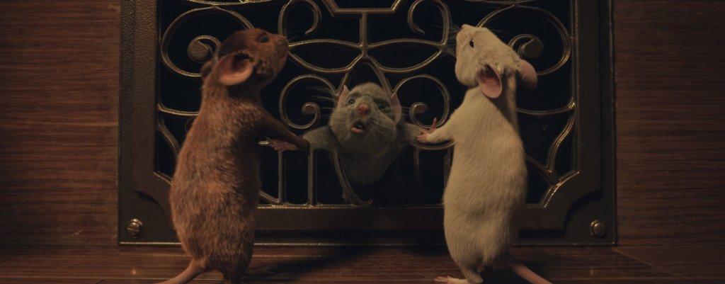 主角及其他孩子被女巫變成老鼠,視覺效果迫真。