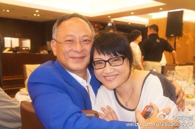 杜琪峯和陳安瑩是無綫訓練班師兄妹,在藝進同學會亦有合作。