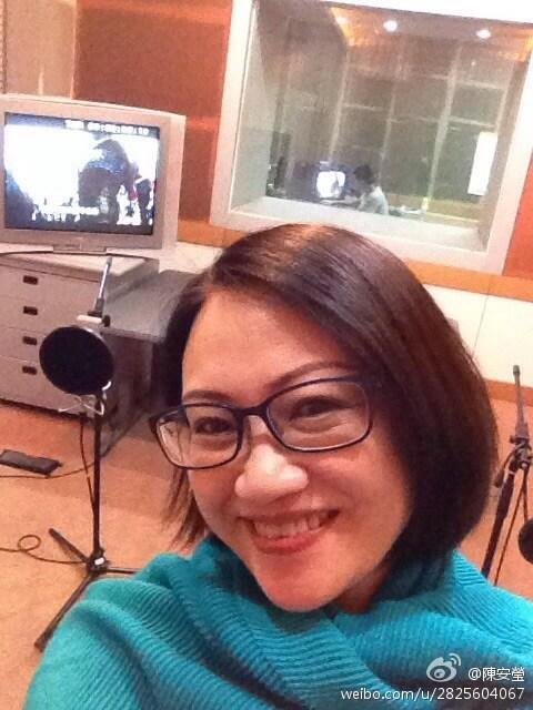 陳安瑩近年忙於配音工作,背景是她用作配音的器材。