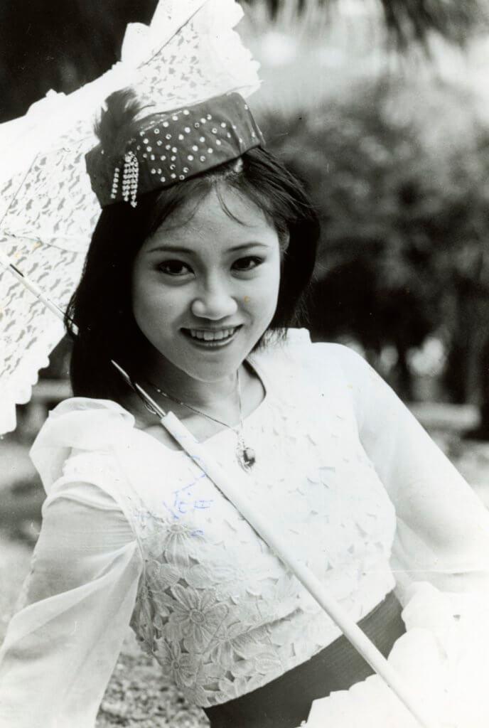 陳安瑩眼大大笑容甜美,畢業於無綫1979年訓練班。