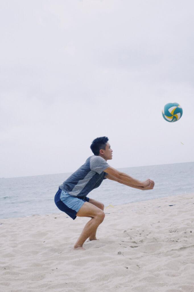 打沙灘排球,會有另一番感受。