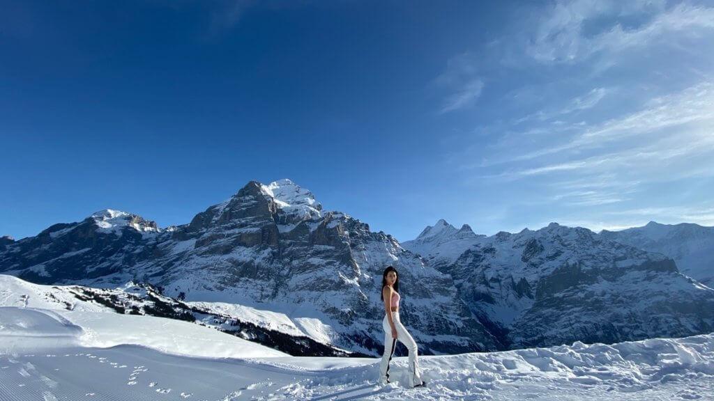 阮兒自駕上瑞士雪山,山路彎曲,而且大霧又能見度低,不過當見到壯麗的風景,就覺得辛苦也值得。