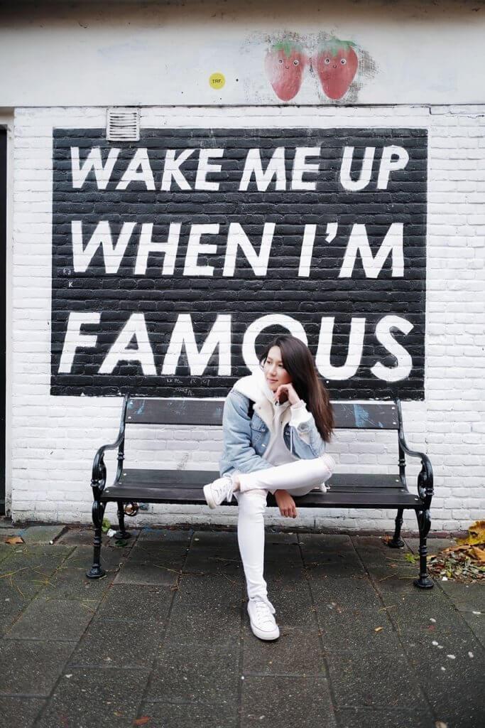 荷蘭藝術家將工作室外的外牆寫上WAKE ME UP WHEN I'M FAMOUS,大受網紅歡迎,成為打卡熱點。