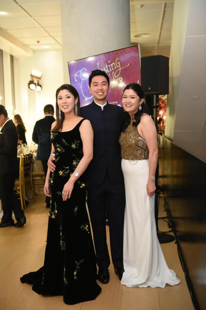 張王幼倫的三個兒女(左起)張詩賢、張嘉慶和張詠賢為晚宴出力不少,當中以張詩賢出力最多,所以也瘦了不少。