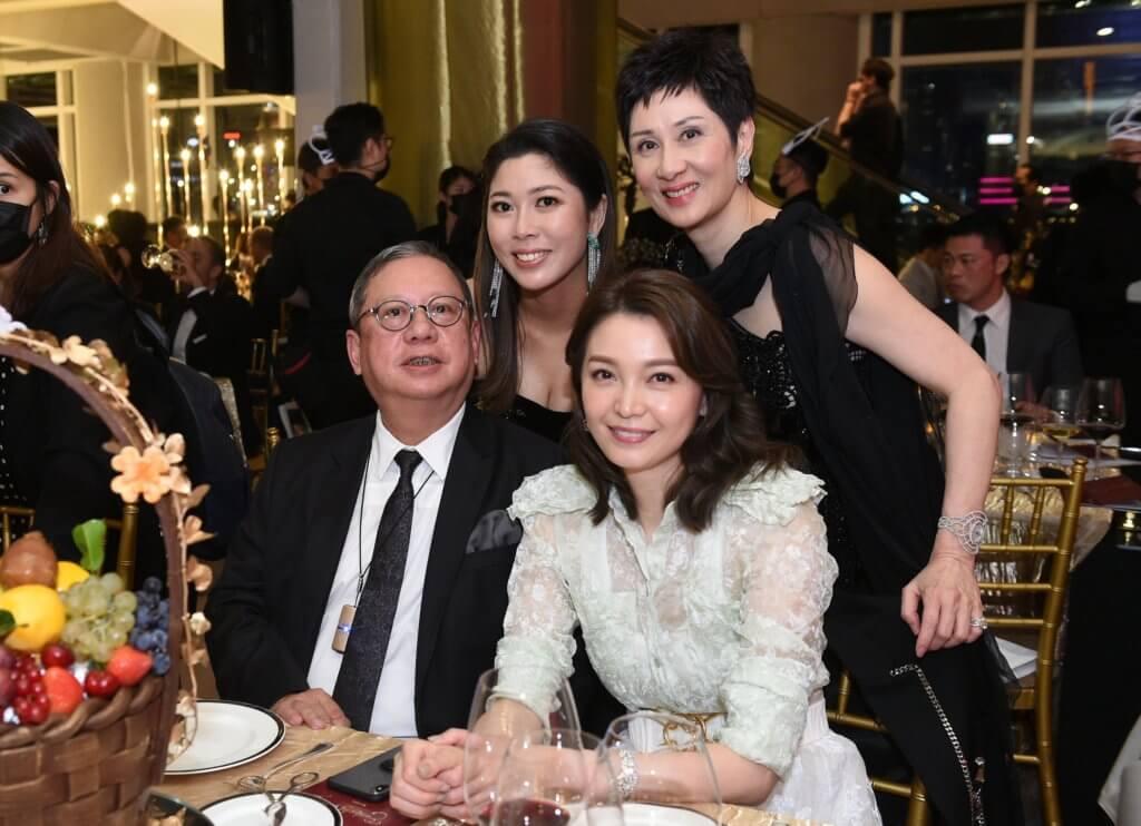 林建岳與女友Michelle是FIF的多年支持者,所以張太拉着女兒張詩賢到來合照留念。