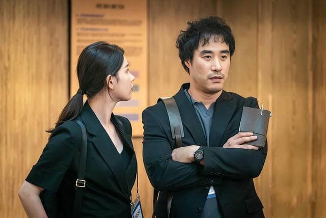 金珠賢在劇中是裴晟佑的後輩,對於充滿正義感的權相佑十分傾慕。