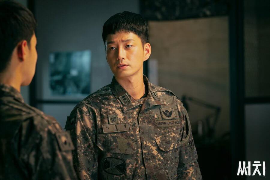 李賢旭擔任副隊長,對下屬十分關懷。