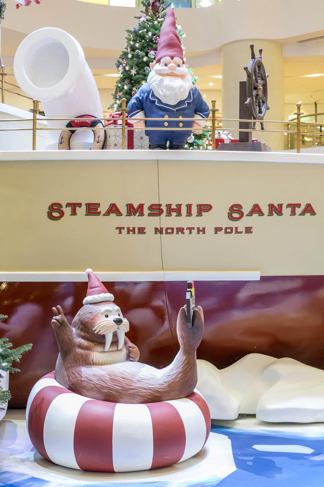 小海象也隨「聖誕老人號」來到太古廣場。