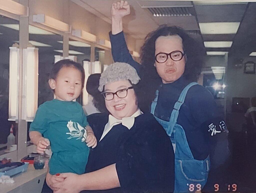 鄧英敏扮岑建勳,與肥姐演趣劇。