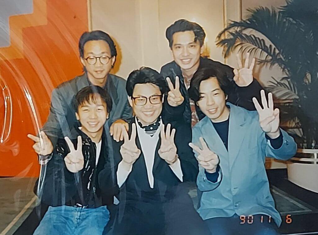 無綫廿三年台慶,Beyond四子和鄧英敏齊齊做「廿三」手勢。