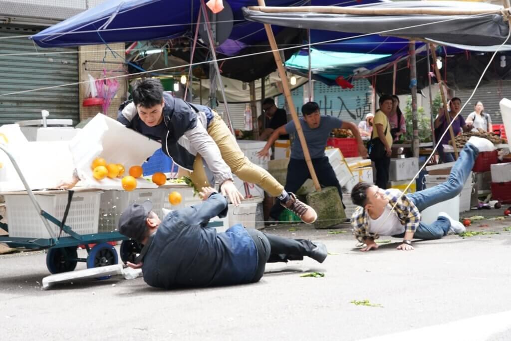 劇集《木棘証人》中,子溢飾演吊兒郎當警察,有不少動作戲。