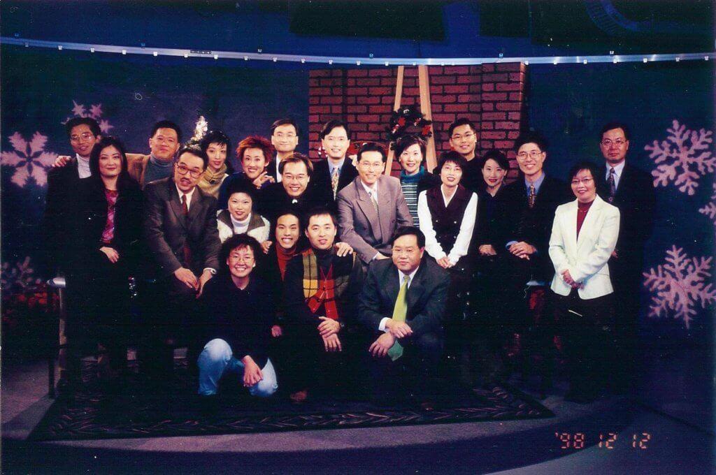 章志文大學畢業後曾加入加拿大電視台擔任主持,後來得前輩引薦回港加入無綫。