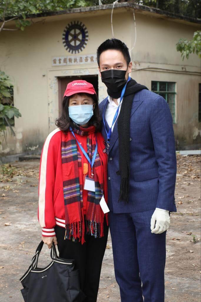 蘇頌輝及媽媽蔡潔蓮