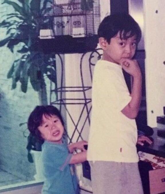 羅天宇與同母異父的弟弟胡㻗感情要好,兩人年齡相距六至七歲。