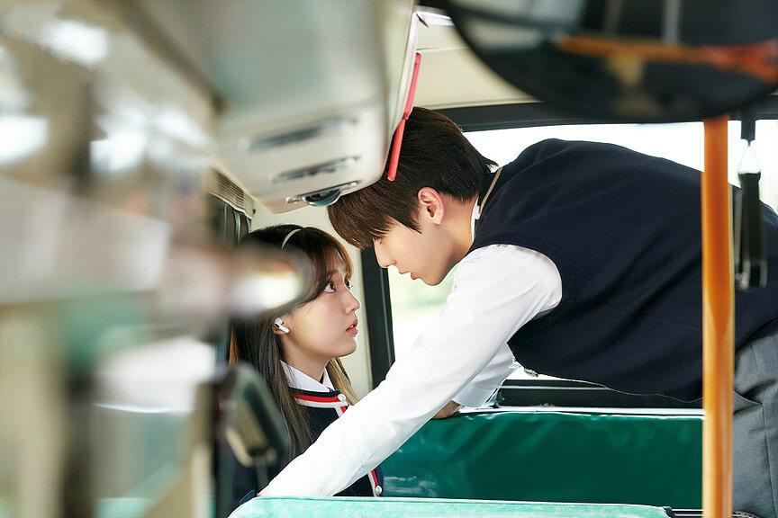 由互看不順眼至漸生情愫,二人的關係在第二集有轉變。