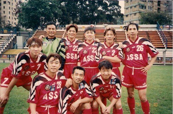 年輕時經常隨明星足球隊,參與各項比賽,近年年紀大了,很少再操練。